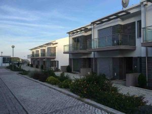 Bargain sea views houses in Salir do Porto