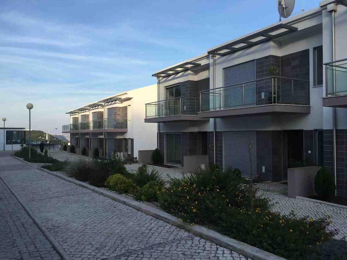 Bargain sea views houses in Salir do Porto