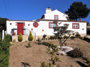 2 +1 Bedroom traditional modernize Villa in the Silver Coast