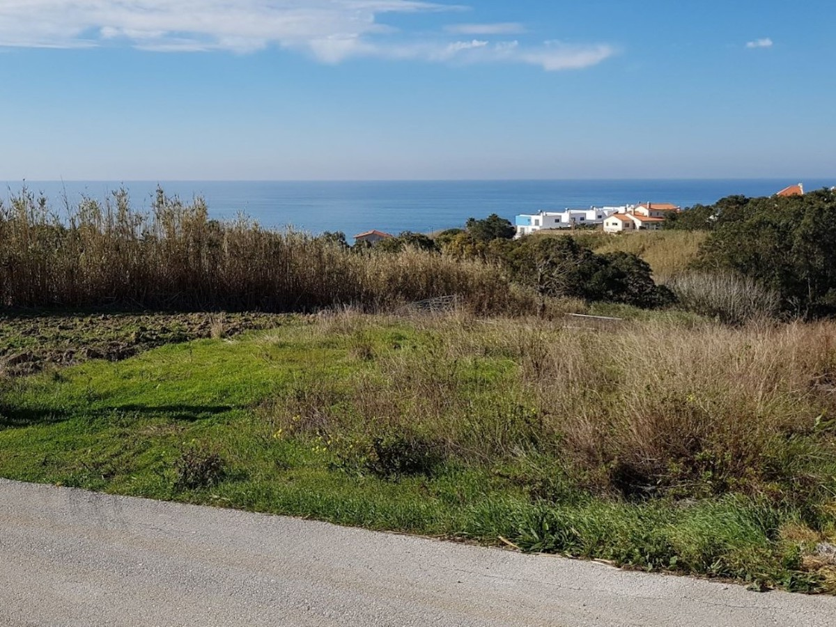 Construction plot with sea views close to Lourinhã