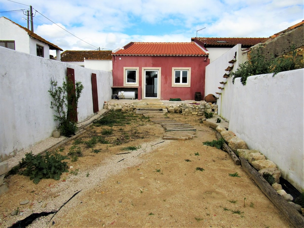 Cottage in typical village close to Rio Maior