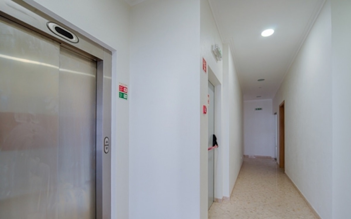 Commercial building with shops and offices Albufeira for sale