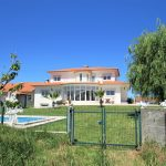 Villa between the city and the beach close to Salir do Porto