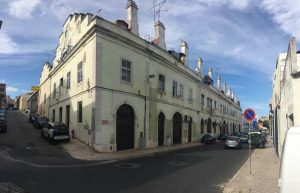 Building in Lisbon for business and apartments for sale