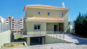 Moradia V4 para venda em Armação de Pêra Algarve