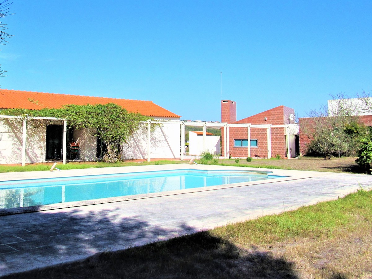 Small farm style villa with b and b potential in Portugal