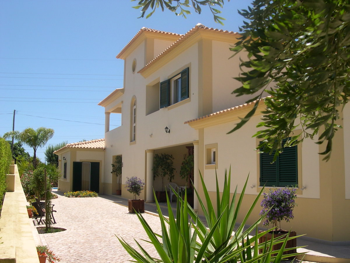 Detached villa close to Albufeira Central Algarve