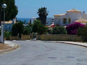 Terreno urbano perto do mar em Armação de Pêra Algarve