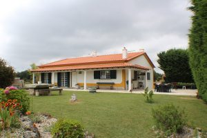 Traditional detached house 7 km from Areia Branca Beach