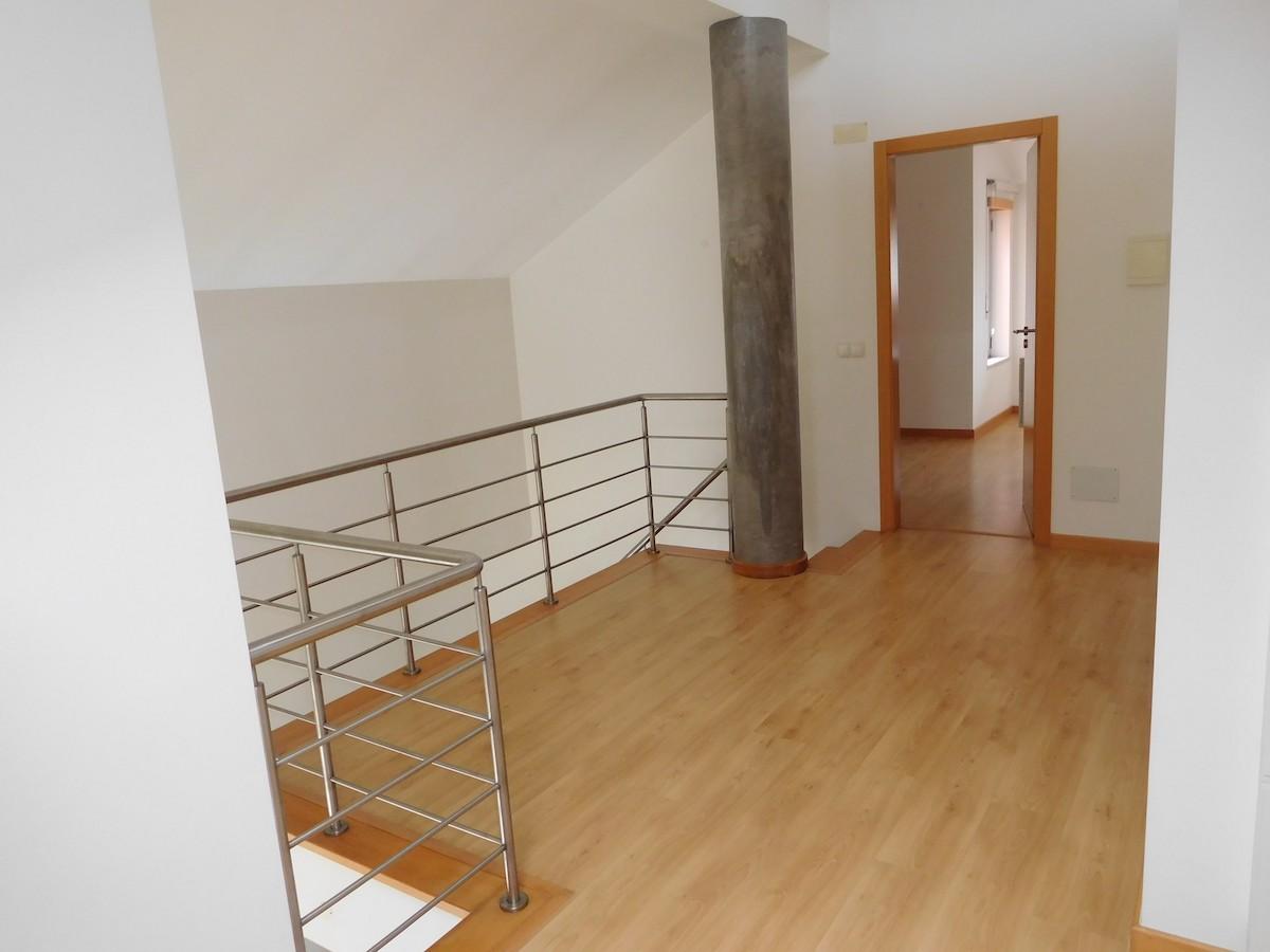 3-bedroom duplex apartment in a closed condominium with pool near the centre of Caldas da Rainha