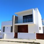 Fantastic detached villa with pool 15 minutes from the beach