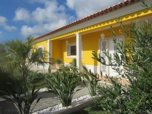 Traditional single-storey villa near Caldas da Rainha