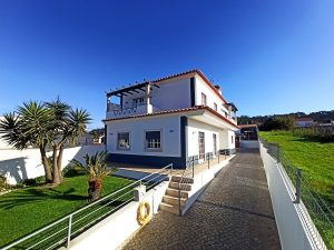 House between Obidos and Bombarral