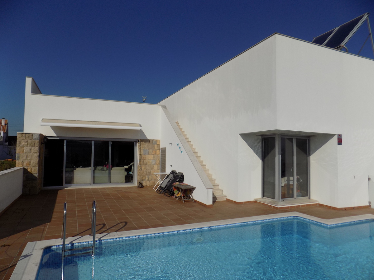 Modernist house on the Silver Coast