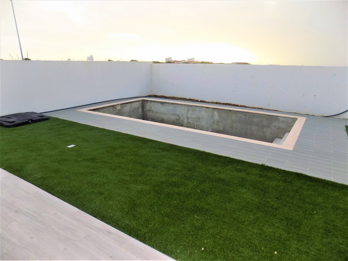 Swimming pool with privacy